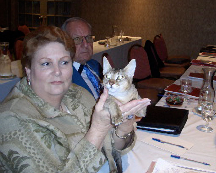 Kay de Vilbiss and Don Williams looking at a Savannah at the seminar.<