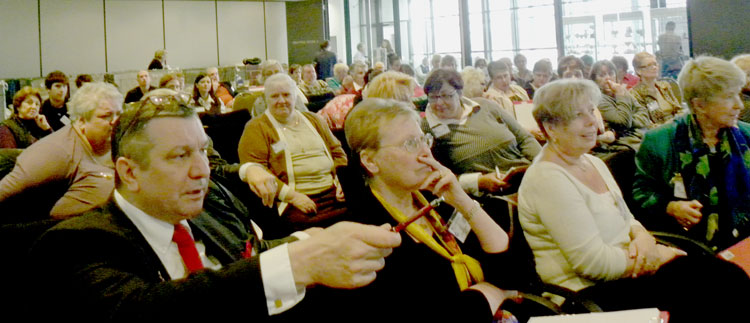 Eric Reijers with other delegates and participants at the Seminar.